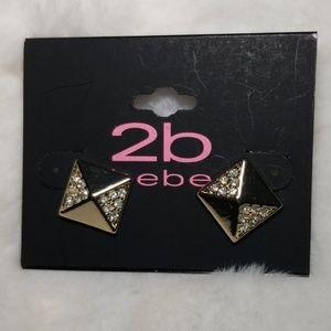 2b bebe Gold Stud Earrings